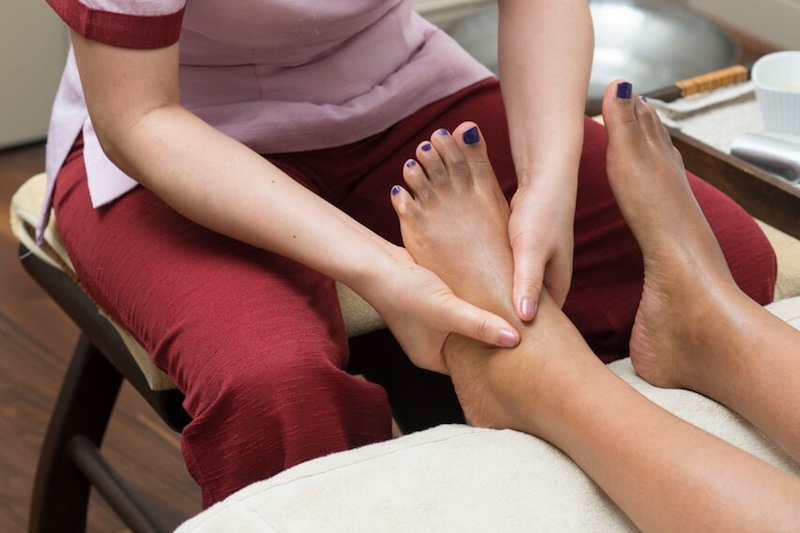 Reason Why You Should Get a Foot Massage Every Night Before Bed